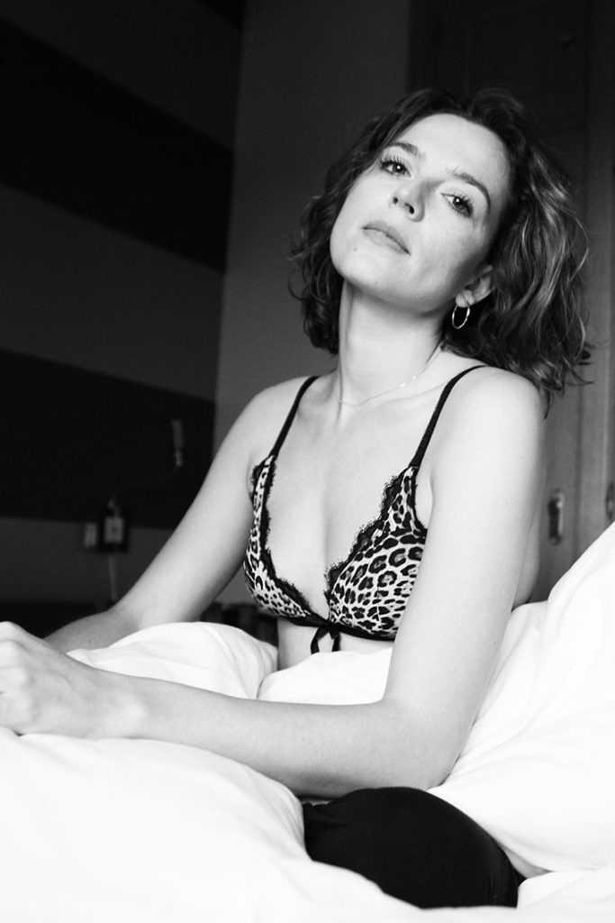 Fotografa: Alejandrina Zoreda Look: pantalón de pijama by Calvin Klein Top by Roberto Cavalli